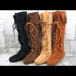 Minnetonka Tan laced boot